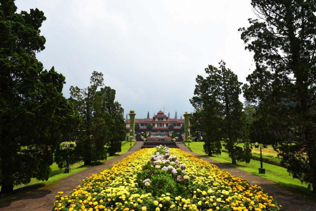 Sewa Bus Ke Taman Bunga Nusantara
